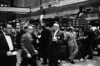 350px-NY_stock_exchange_traders_floor_LC-U9-10548-6